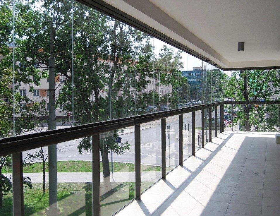 Безрамное остекление балкона и лоджии