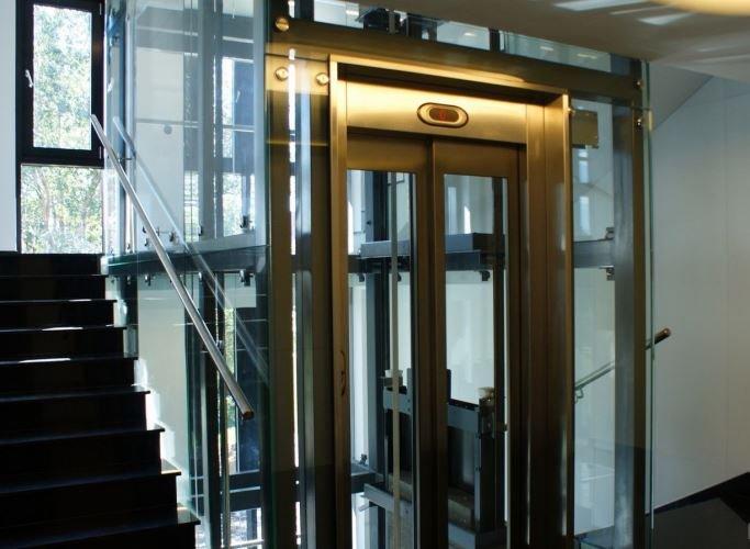 Стеклянные шахты лифтов
